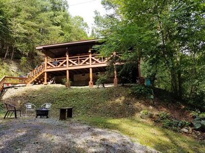 Country LoveSong Log Cabin-100% Private-3+Acres--HotTub-ONE  Level-Pets-Sleeps 4- - Pigeon Forge