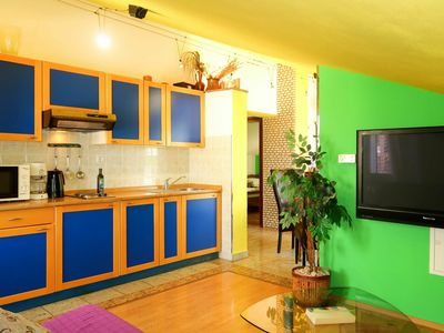 Photo for Beautiful apartment for 6 guests with WIFI, A/C, TV, balcony, pets allowed and parking