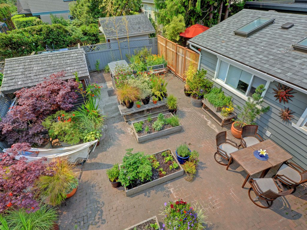 Private Garden Coach House With A King Sized Bed Full Kitchen Private Patio Victoria