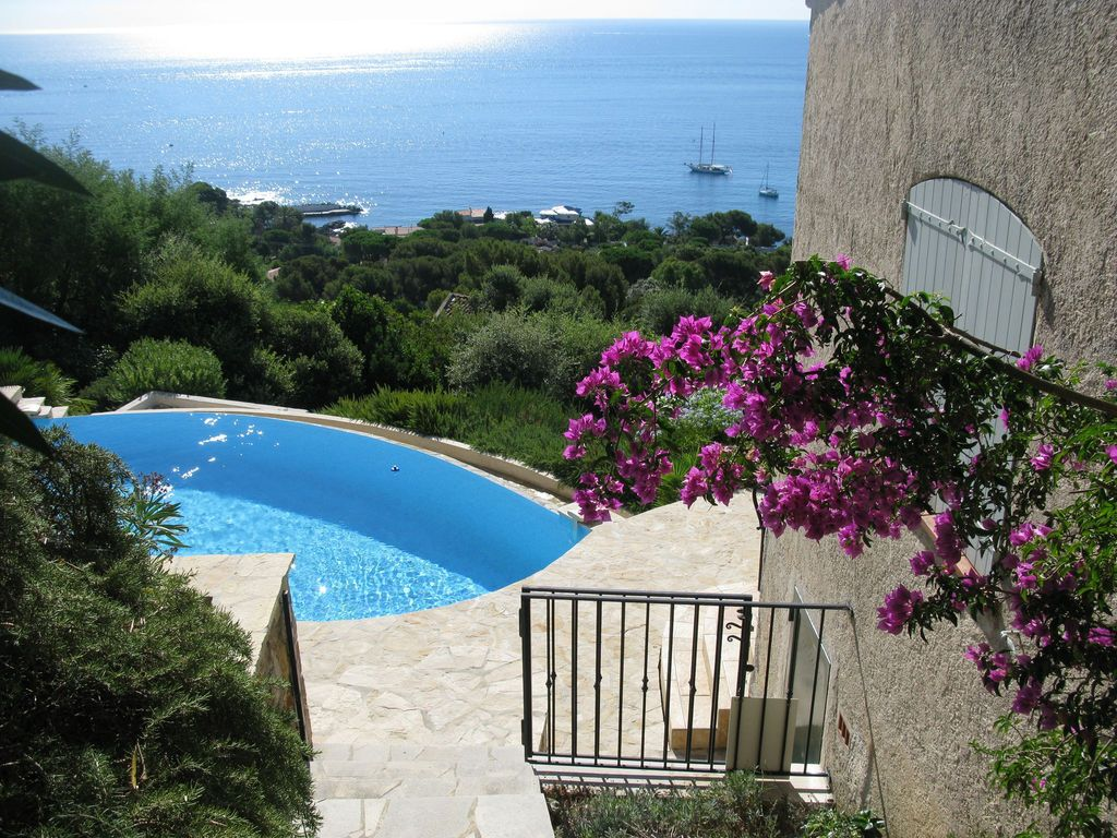 provencal with sea view infinity pool sea homeaway. Black Bedroom Furniture Sets. Home Design Ideas