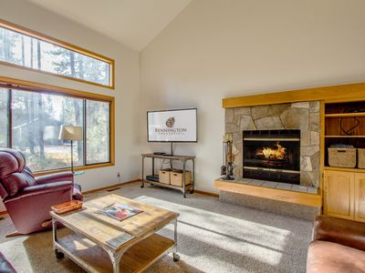Photo for Walk to Deschutes River, 4 bedroom, 2 Levels, Hot Tub, Wood Fireplace- HUMM21