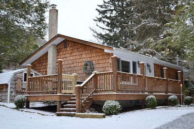Elkheart Cottage in the winter! Front deck and entrance