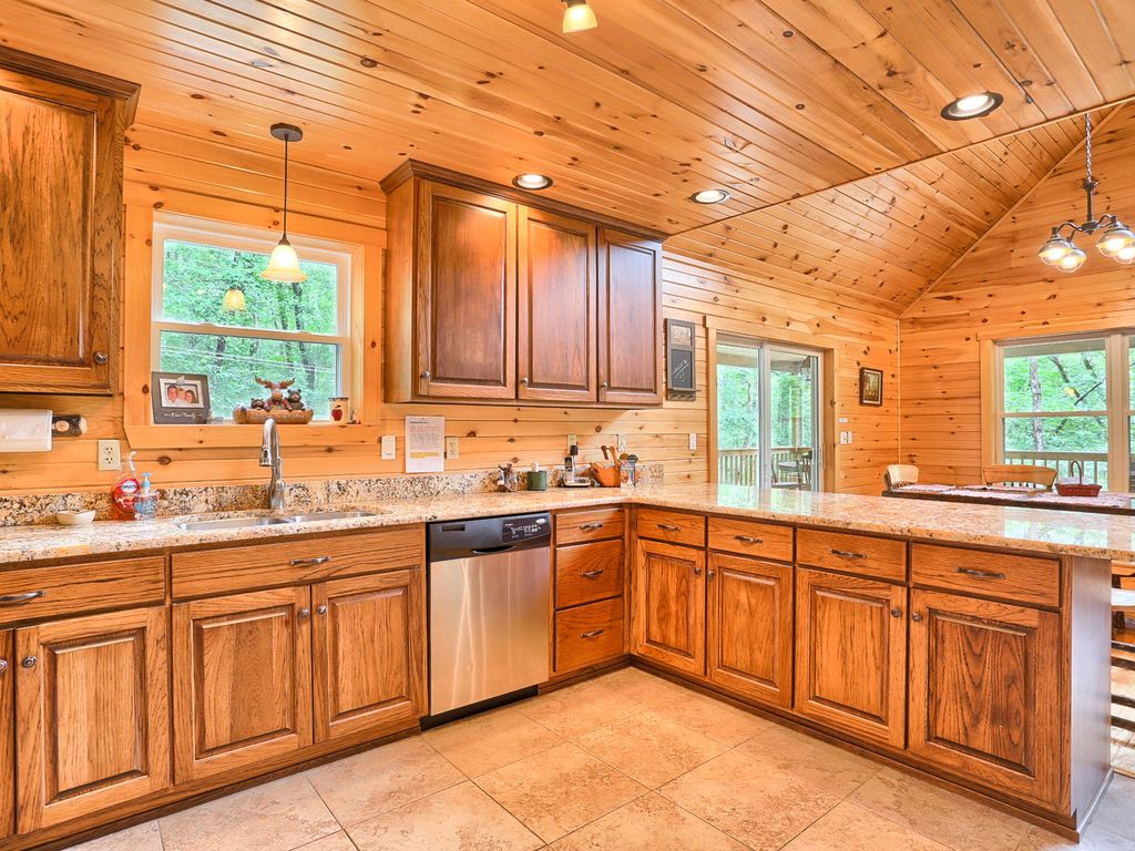 Chocolate Moose Chalet 5 Bed 3.5 Bath 6 Acr... - VRBO