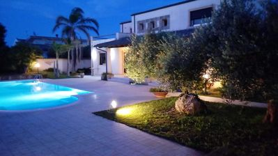 Photo for Modern villa with garden and private pool not far from the sea.