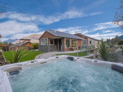 Photo for Central Queenstown Luxury Hideaway | Spa Pool | Spacious and Modern