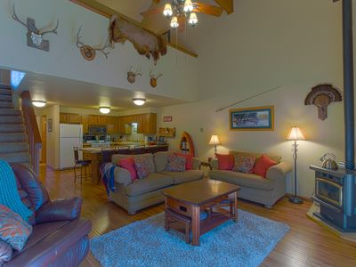 Photo for PET FRIENDLY 3BD, 2BA CONDO WITH SEASONAL POOL CLOSE TO DOWNTOWN AND PONDEROSA STATE PARK