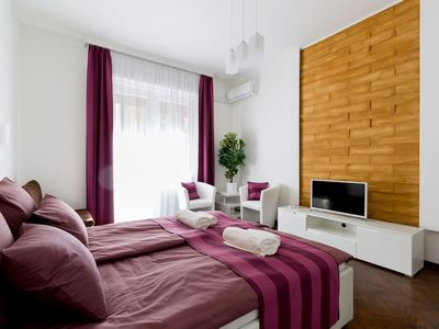 Photo for Apartment in the center of Budapest with Air conditioning, Lift, Terrace (700054)
