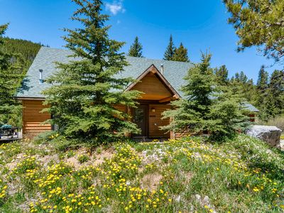 Photo for 3BR Blue River Cabin w/ Private Deck, 3 Miles to Breckenridge