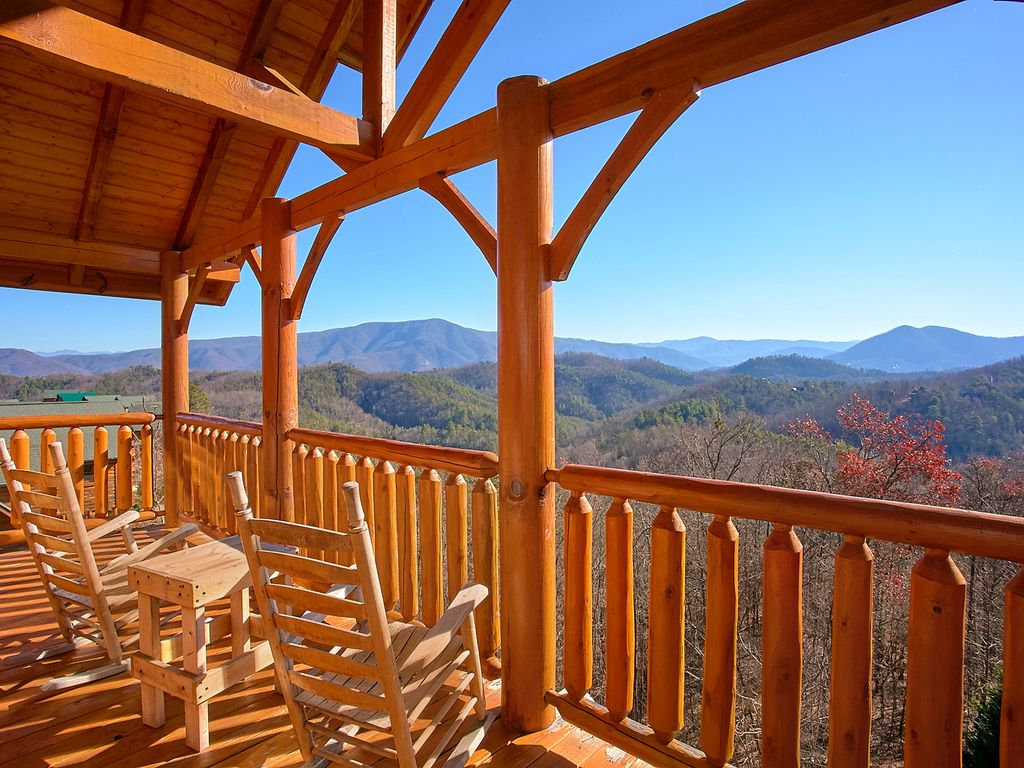 Incredible mountain views home theater roo vrbo for Eagles view cabin sevierville tn
