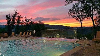 CELEBRATE 4th of July! 1 BD/1BA, Sleeps 4ppl. Can be Joined to sleep 8pp!!