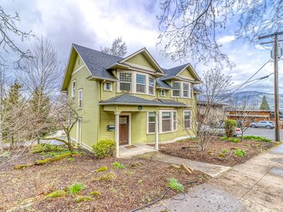 Photo for Spacious downtown Craftsman w/private hot tub and game room!