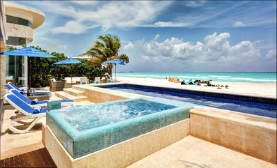 Direct beachfront - private pool & hot tub