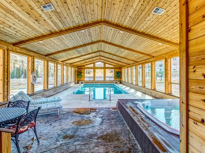 Photo for Timberbrook condo w/shared pool, sauna & hot tub - close to slopes!