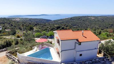 Photo for Vacation home Basic  in Vinisce, Dalmatia - 8 persons, 4 bedrooms