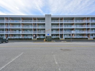 Photo for FREE DAILY ACTIVITIES!!! OCEANBLOCK!!! LINENS INCLUDED*! WALK TO RESTAURANTS & MORE!! This is an updated 3-bedroom, 2-bath vacation rental located on the oceanblock.