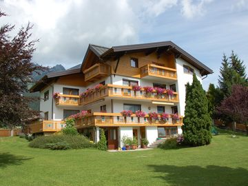 House in a quiet location with a large garden at the edge of the village near the Reutte cable car