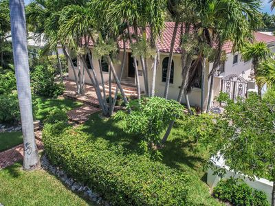 Photo for Magnificent 5BR Villa By The Lake Near Hollywood Beach & Boardwalk