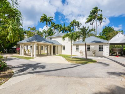 Beautiful family home on private road - 3 minutes walk to beach