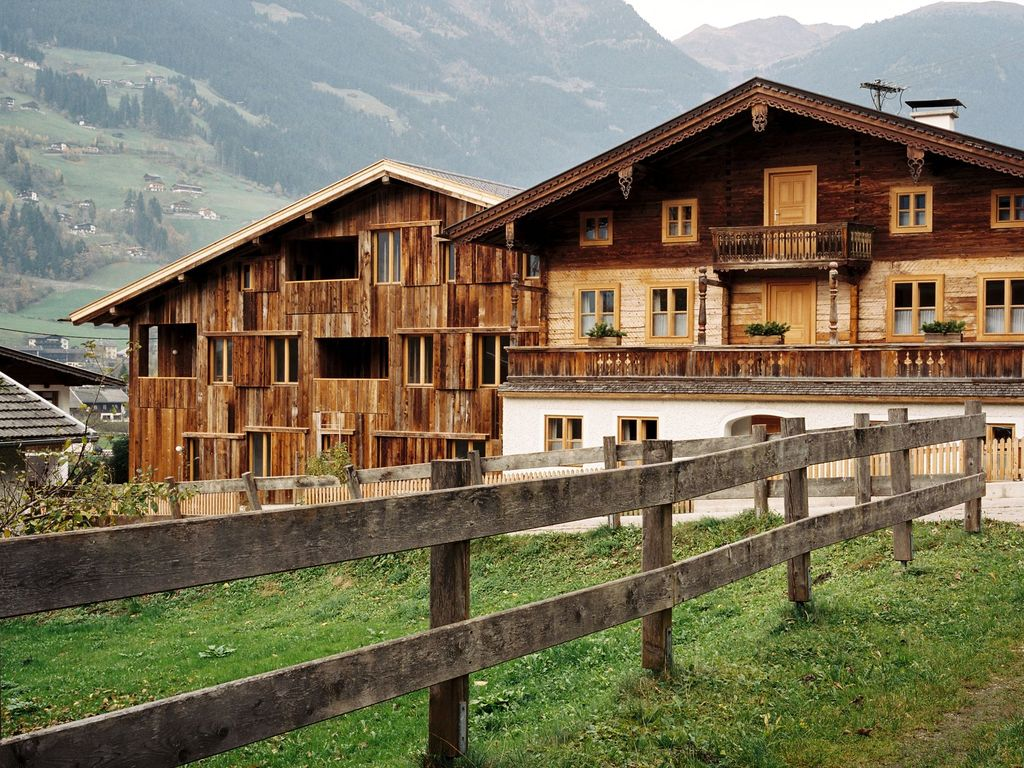 G te confortable construit par un architecte tyrol for Frais architecte