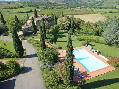 Photo for Cosy apartment with pool, WIFI, hot tub, TV, panoramic view, parking, close to San Gimignano