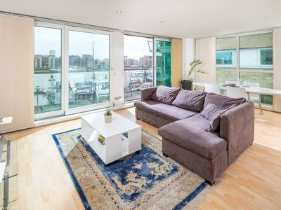 Photo for Modern apt for 4 w/ River Thames View!