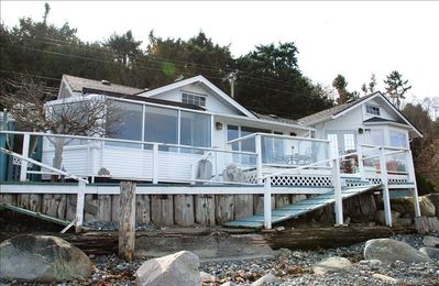 Located right on the beach with180 degree views of Georgia Straight.