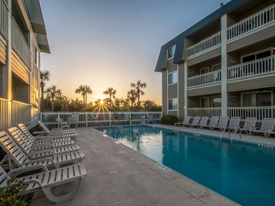IOP - 2BR/2BA - Steps to Beach & Pier - STAYS of 28 nights allowed