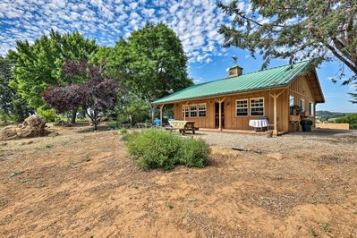 Head to an esteemed wine-producing of California and book this cottage!