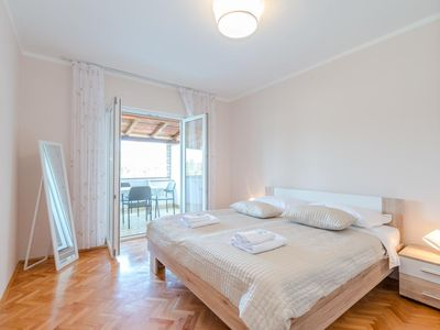 Photo for Two bedroom apartment with terrace and sea view Stara Novalja, Pag (A-6319-b)