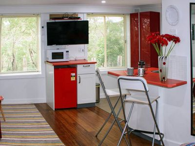 YellowtailStay - The Red Room - Bald Hill  Stanwell Tops,