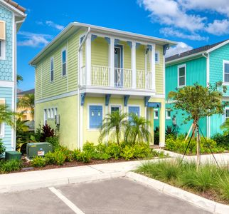 Photo for Smooth Sailing near Disney World! Hotel Amenity Access + Cleaned Daily