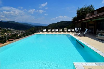Pool and view ! (NB the edge of pool is an illusion & there is no drop)