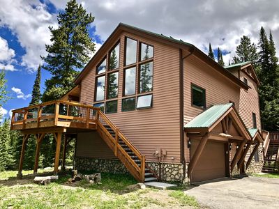 Photo for Tranquil retreat w/ mtn views, spacious great room, fire pit, 6mi to town