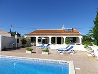 Traditional charming Portuguese villa, with pool.