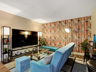 Fully Furnished, Trendy Unit, Just Minutes From The Strip.