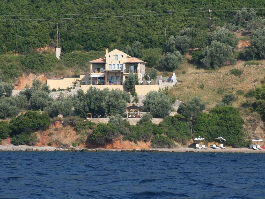Luxurious villa with private beach