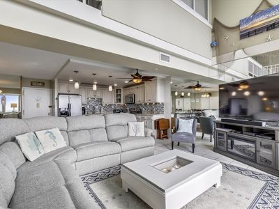 Photo for DAILY ACTIVITIES & LINENS INCLUDED*! 1900 sq. ft., 3 bedroom plus loft living area, 3 bath bi-level penthouse with spiral staircase. Enjoy beautiful southern views of ocean, bay and city skyline.