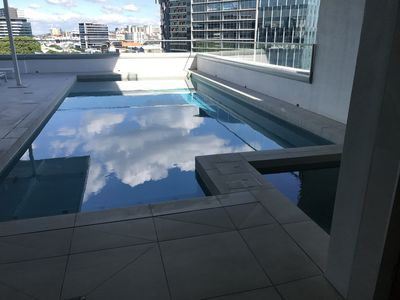 A BRISBANE CLASSY INNER CITY RETREAT 2 bed 2bath 1study 1carspace gym, pool spa.