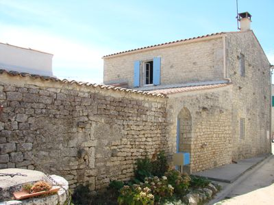 Photo for Oléronnaise typical house in the heart of the island / Typical cottage holidays