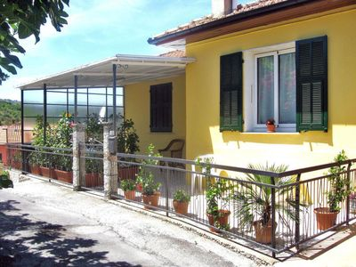 Photo for 3 bedroom Apartment, sleeps 5 with FREE WiFi and Walk to Beach & Shops