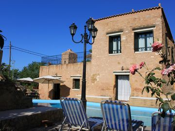 Luxurious stone villas, totaly private pools, peaceful, near sea, WiFi Internet - Laina