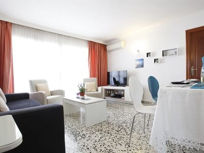 """Photo for Apartment a short walk away (493 m) from the """"Playa El Bajondillo"""" in Torremolinos with Internet, Air conditioning, Lift, Parking (502837)"""