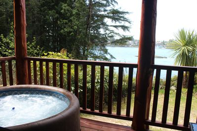 Romantic Cove private deck and hot tub