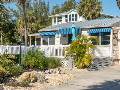 Anna Cabana Charming And Quiet Cottage Across From Beach with Heated Pool