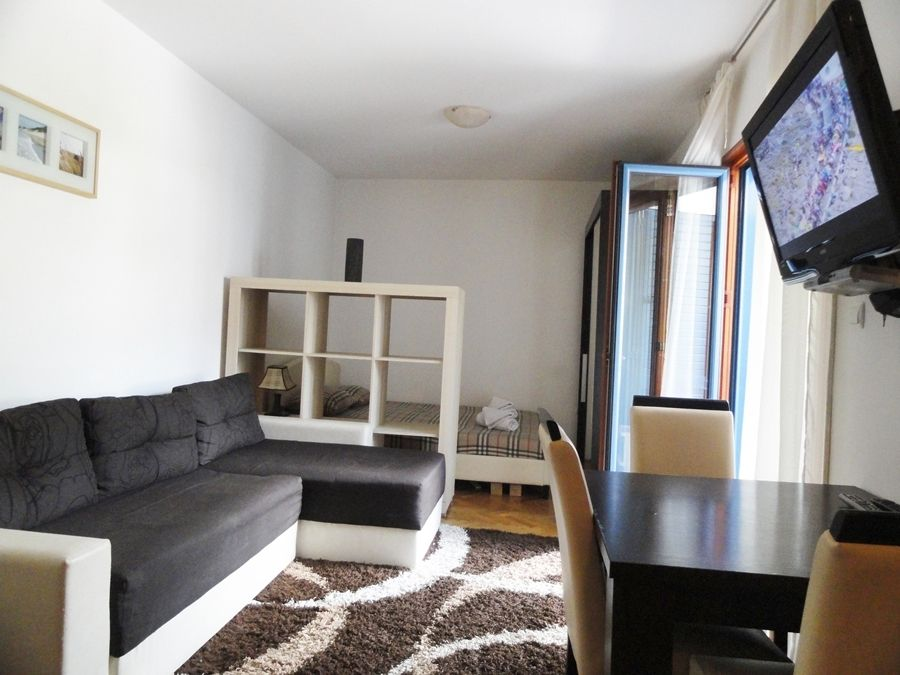 Cute Studio Apartment For 4 Near Centre