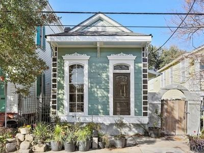 Photo for Spacious Marigny 2 Bedroom Home with Bikes