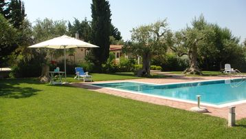 """LERALORA "" COUNTRY VILLA WITH SWIMMING POOL AND PATIO CLOSE TO SEA AND FAMOUS PLACES"