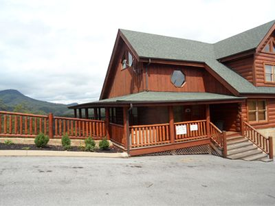 Photo for Mountain Views!3 miles to Prkwy/Gym/indr/outdr pool/putt golf,banquet facilities