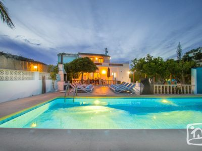 Photo for Comfortable villa 15 to 17 people, private pool and beautiful view