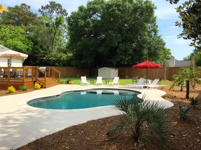 Heatable pool, gas firepit, poolside deck w/gas grill & dining table